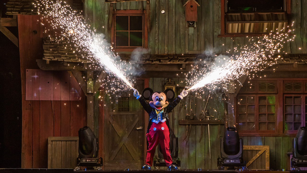 #DisneyParksLIVE to Stream Fantasmic! from Disneyland on August 9 Starting at 8:55PM