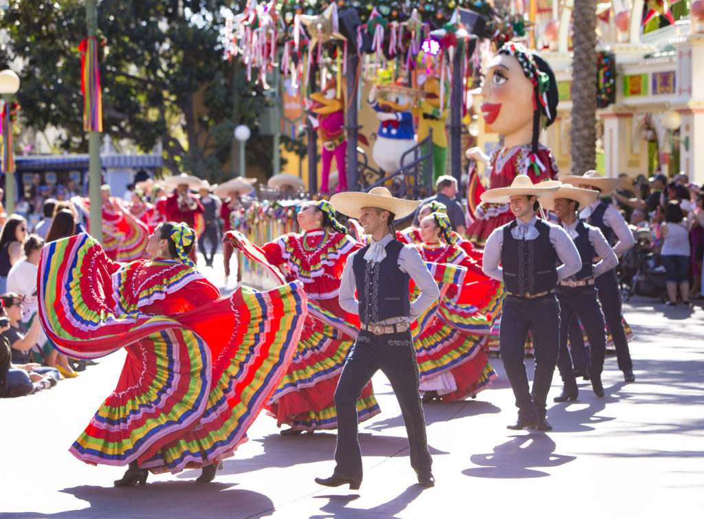 """DISNEY ¡VIVA NAVIDAD!"" AT FESTIVAL OF HOLIDAYS"