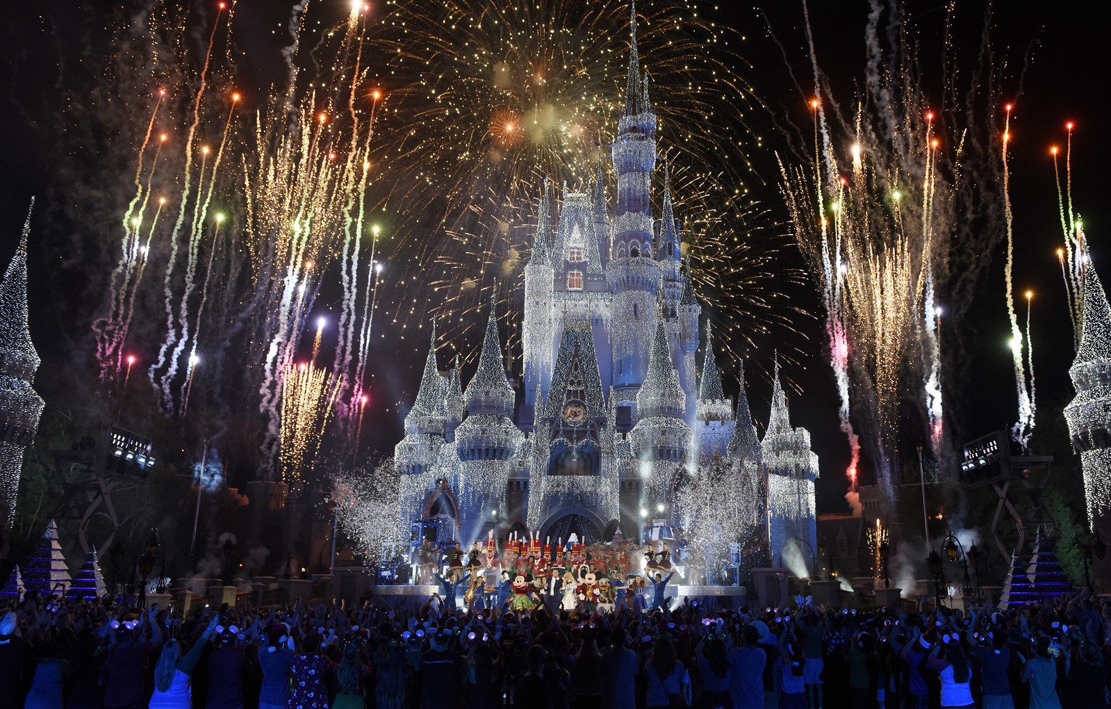 Disney Parks to Light Up ABC's Primetime Special 'The Wonderful World of Disney: Magical Holiday Celebration' Nov. 30