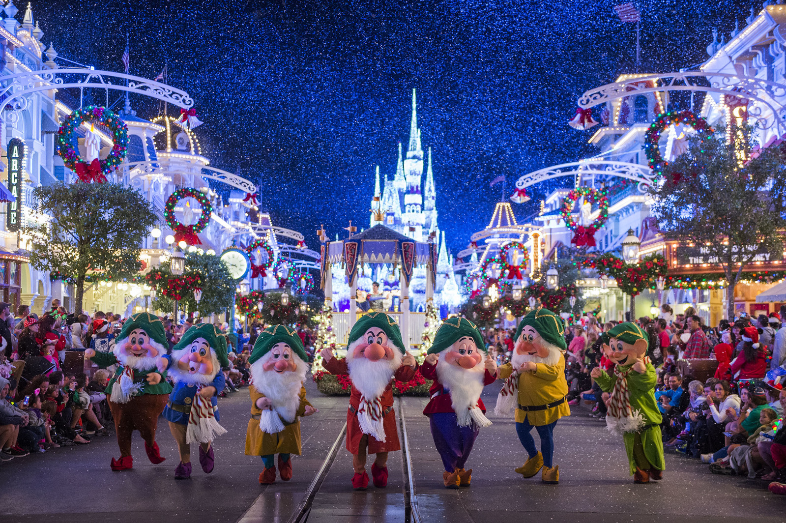 'Tis the Season to Celebrate With Travelzoo and Disney on Facebook Live